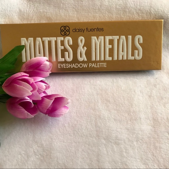 Daisy Fuentes Other - 🌺 Daisy Fuentes Eyeshadow Palette New 🌺